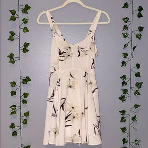 Woman's MARGOT Floral Tie Back Dress Size S